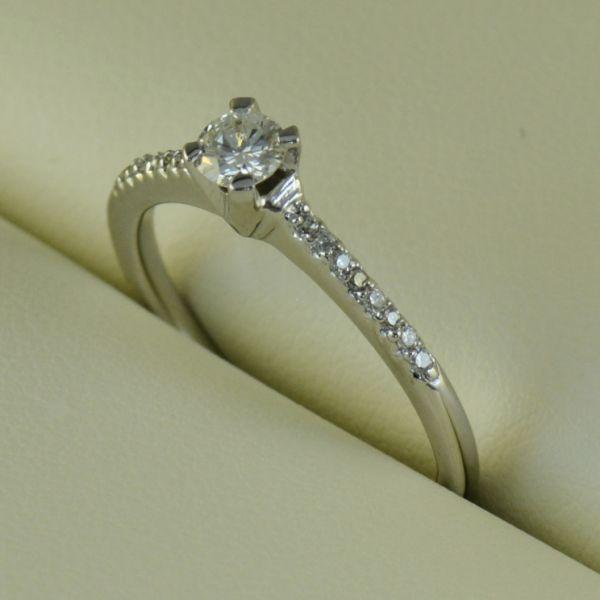 Inel de logodna cu diamante - Artofdiamonds.ro http://www.artofdiamonds.ro/inele-de-logodna-1/inele-de-logodna-cu-diamant/inel-de-logodna-cu-diamante #diamante  #ineledelogodnacudiamante #inelecudiamante #diamonds #diamondengagementrings #diamondrings