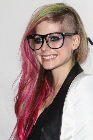 Avril shaved her head again. What do u think?