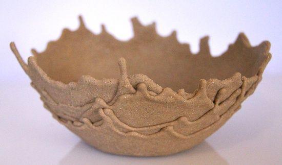 lijm en zand vermengen en over een ballon/bal laten druppelen