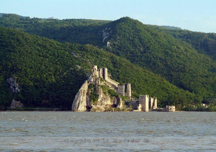 2016-ra újjáépül!  Vár az Al-Duna partján - Galambóc - Délvidék
