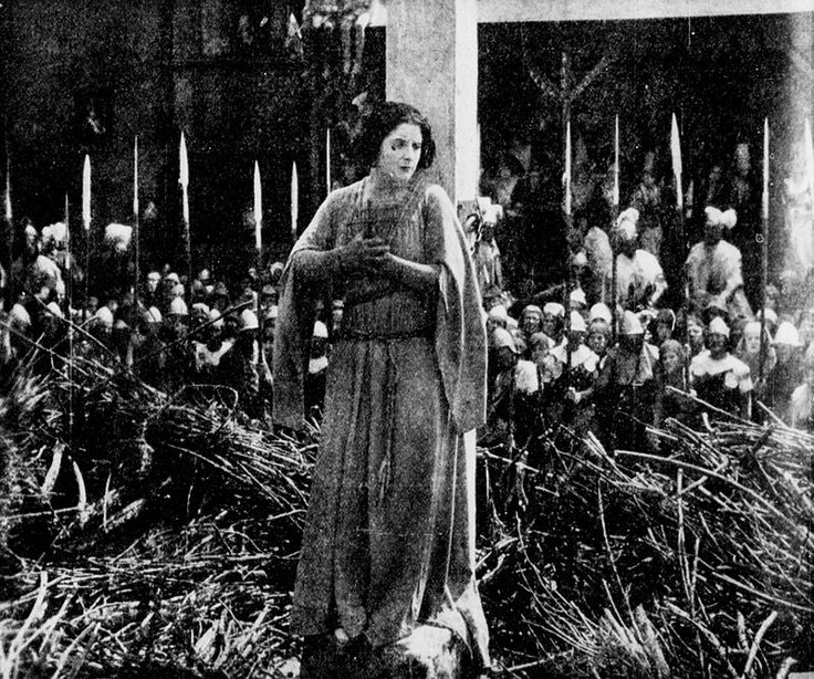 Juana de Arco o Joan the Woman (1917), película dirigida por Cecil B. DeMille, protagonizada por Geraldine Farrar.