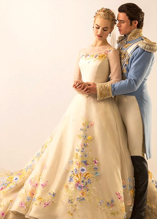 so pretty!!!! it totally looks like what cinderella's dress would be like!: