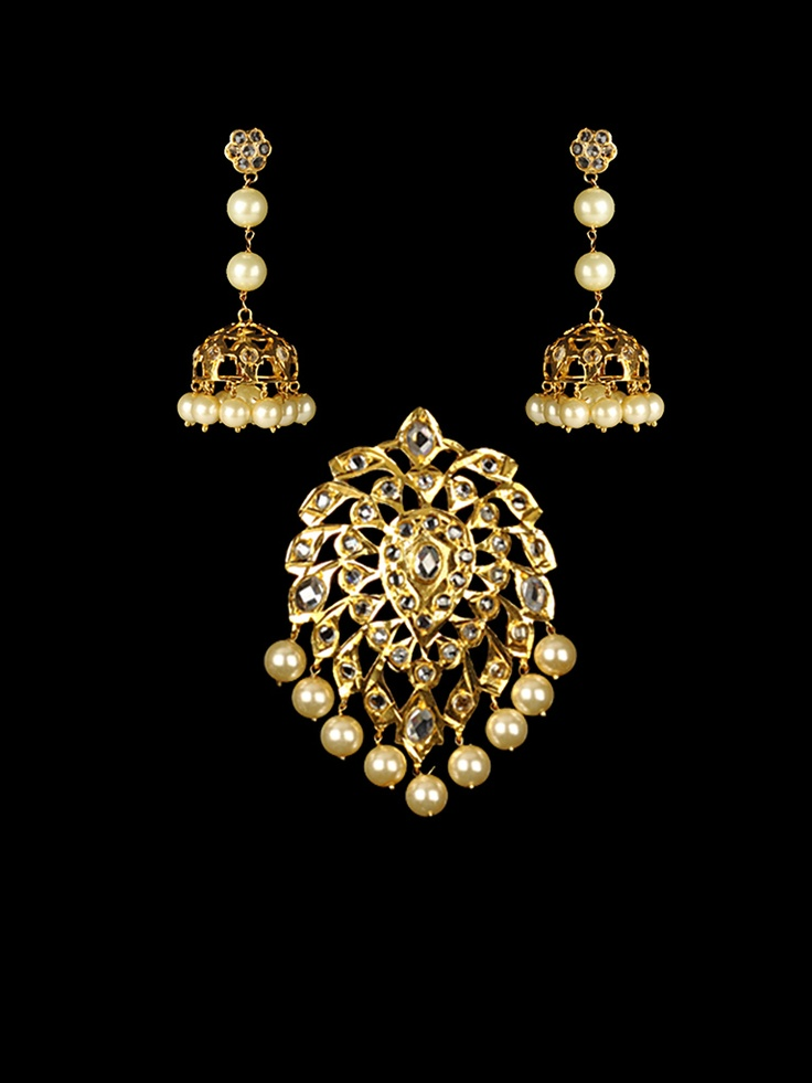 Golden Pendant Set with White Stones and pearls