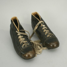 VINTAGE PAIR OF LEATHER FOOTBALL BOOTS.  Manfred Schotten Antiques