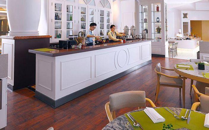 Ellenborough Market Café Swissotel Merchant Court
