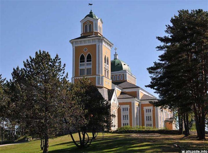 Церковь Керимяки Небольшой финский городок Керимяки с населением всего 5000 человек известен самой большой деревянной церковью в мире, способной вместить одновременно всех своих жителей...