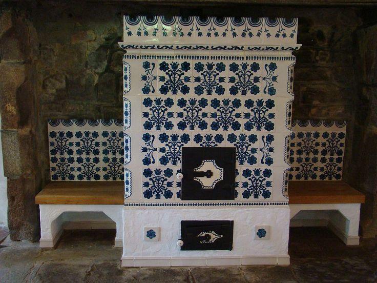 Superbe sobele și șemineurile cu cahle pictate de la Târgu Secuiesc. Aici se pot reconstitui și sobe vechi