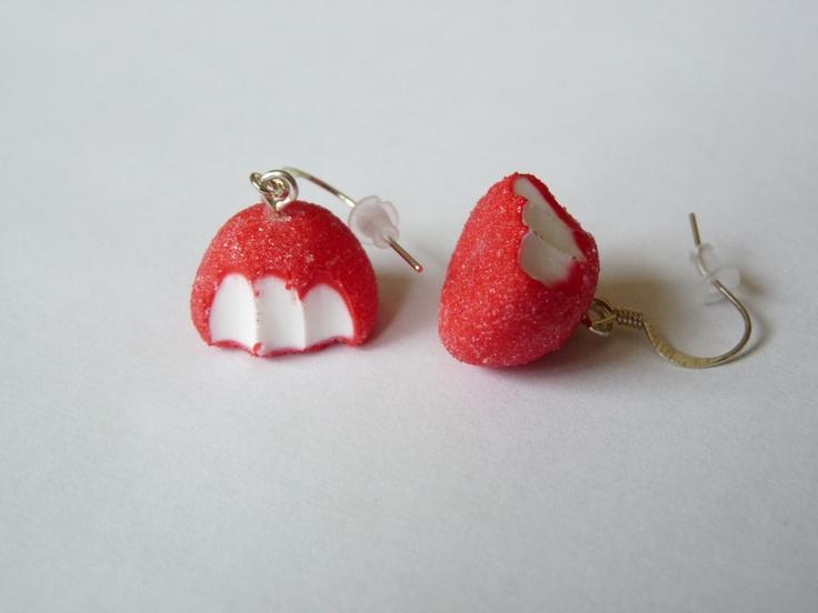 Boucles d'oreille bonbon fraise croqué en pâte fimo 1