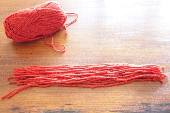 step 1 procuratevi un gomitolo di lana del colore che preferite e tagliate dei fili lunghi almeno 30 centimetri  get yourself a ball of yarn in the color of your choice and cut of at least 30 cm long wires