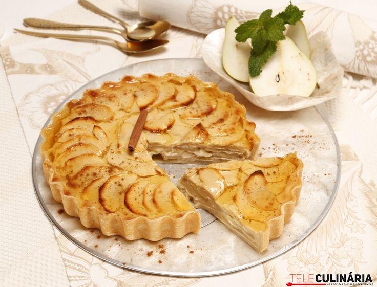Receita de Tarte de maçãs com recheio de peras. Descubra como cozinhar Tarte de maçãs com recheio de peras de maneira prática e deliciosa com a Teleculinária!