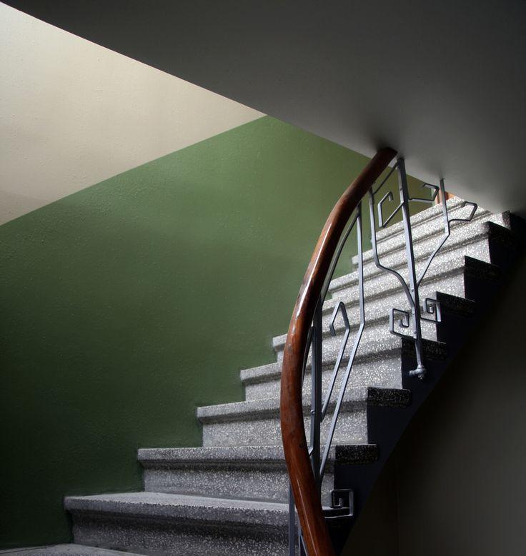 Trapperom fargedelt vegg. Grand hotel Vardø