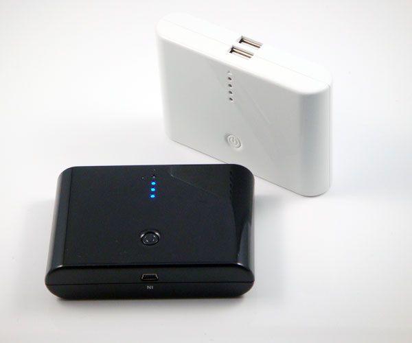 POWER BANK 12000mAh La nuova batteria portatile esterna con doppia USB da 12000 mAh consente di ricaricare il cellulare/smartphone iphone ipad ipod tablet e molto altro in qualsiasi momento scongiurando il rischio di rimanere col cellulare o qualsiasi altra apparecchiatura scarica.
