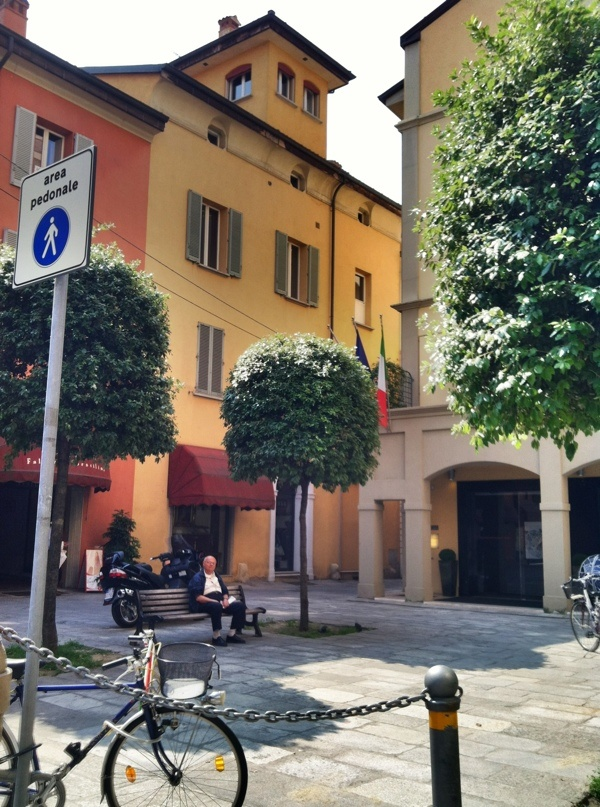 Blogville apartamento in Bologna, Italy - outside view. Ciao!!