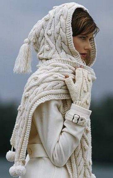 Башлык, или шарф-капюшон, с косами, спицами