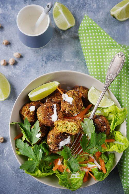 Les falafels se cuisent normalement en friture mais on peut aussi les faire au four et c'est très très bon aussi ainsi. La recette est ainsi plus light et