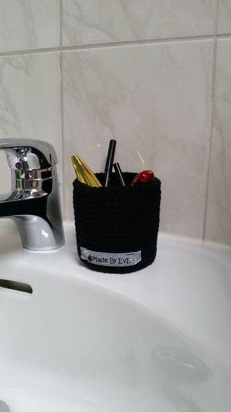 Badutensilos - Körbchen fürs Bad L gehäkelt schwarz Utensilo - ein Designerstück von EvE-Paris bei DaWanda