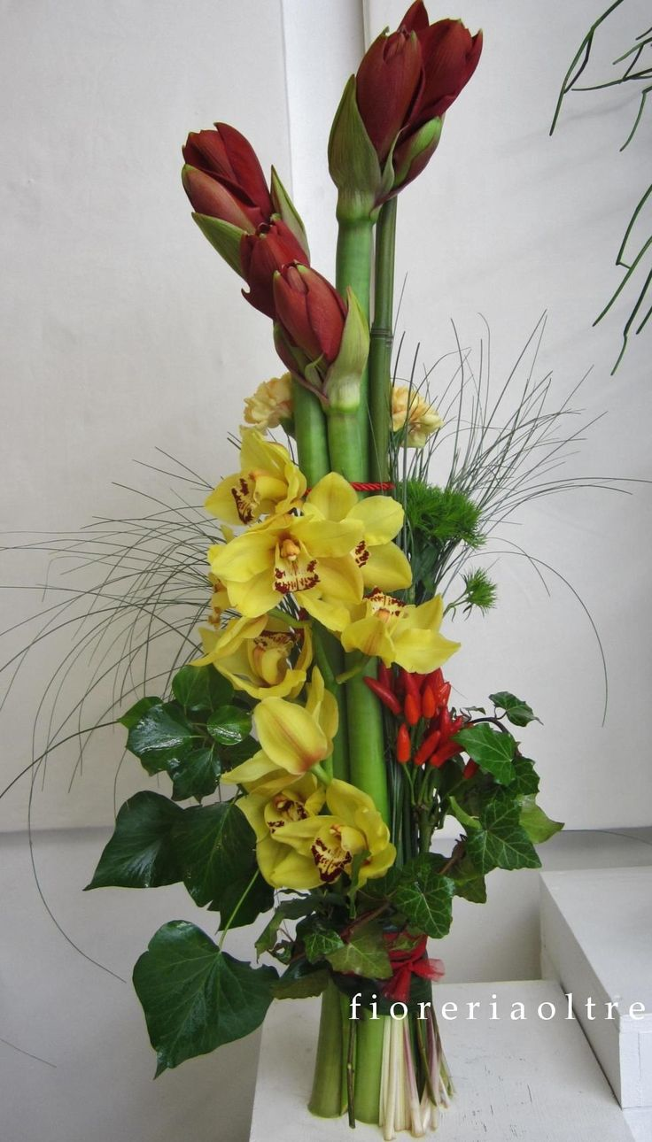 Fioreria Oltre/ Fresh flowers arrangement/ Amaryllis, cymbidium orchids, carnations, red peppers, ivy