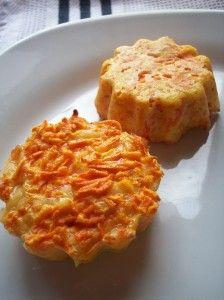 Pour 10 flans, il vous faut :   3 carottes  80 g de comté sans la croûte  1 oeuf  20 cl de crème (semi) liquide  2 càs de farine  Sel et poivre