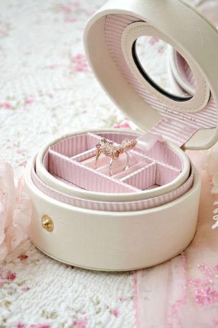 Pretty little jewellery box - Jennelise: Perfectly Pink
