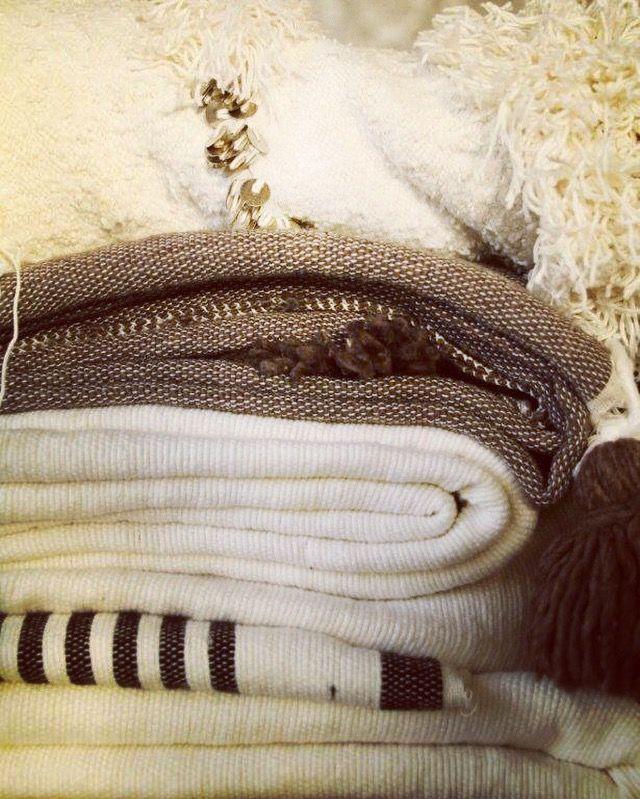 Marokkaanse dekens en bedspreien met pompons. Nu bij Casa Quente.nl