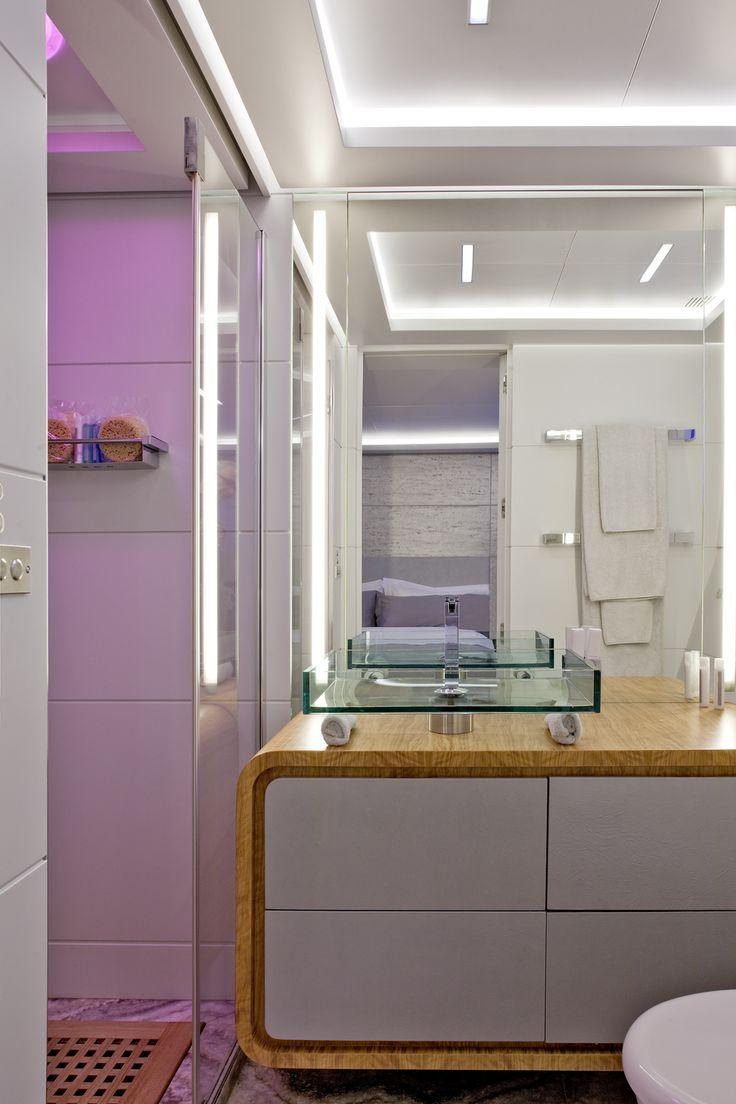 MY Barents Sea Yacht in Greece - Bathroom