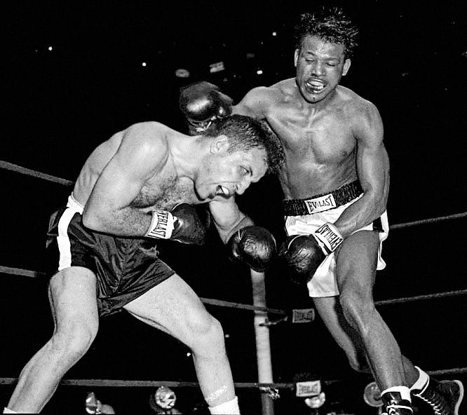 Sugar Ray Robinson won the notorious St Valentine's Day Massacre #OnThisDay in 1951: http://www.boxingnewsonline.net/on-this-day-sugar/ #boxing