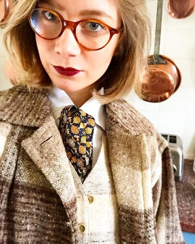 Refined vintage style by @charlottedclx   #look #vintage #retro #ralphlauren #lafont #waistcoat #vest #lavalliere #diy #shirt #collar #fashion #house #sundaymorning #sunday #womenstyle #menswear #wiwt #ootd