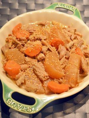 「炊飯器でやわらか〜い♪モツと大根の煮物」下準備をしたモツを使えば、後は材料を炊飯器に入れて、スイッチオン!炊飯器使用だと、大根も面取りしなくても、煮くずれません。モツは柔らかくて、美味しいですよ。【楽天レシピ】