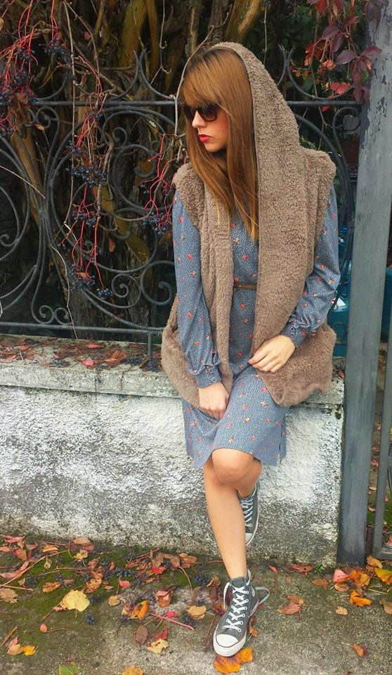 #Pellicciotto super #morbidoso senza maniche 38 euro #Vestito vintage 38 euro #Cintura #vintage in #vera #pelle di serpente 15 euro  All star limited edition 39 euro #Occhiali #vintage con profili in #velluto marrone 30 euro