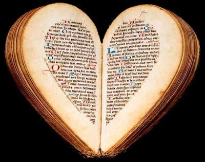 A hand-lettered devotional 15th century French Book of Hours of Amiens Nicolas Blairie. When opened, the two halves of the book evokes the praying of hands.Book Art, Book Heart, Shape Book, Heart Shape, Heartbook, Heart Book, Century Book, Heartshape, 15Th Century