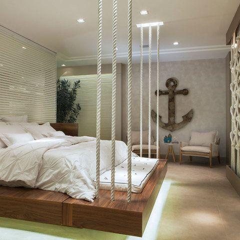CASA COR ESPÍRITO SANTO 2014. No projeto Flat praiano, de Cyane Zoboli, a suíte traz um clima náutico com o detalhe de cordas na cama, desenvolvida em madeira para aquecer o espaço.