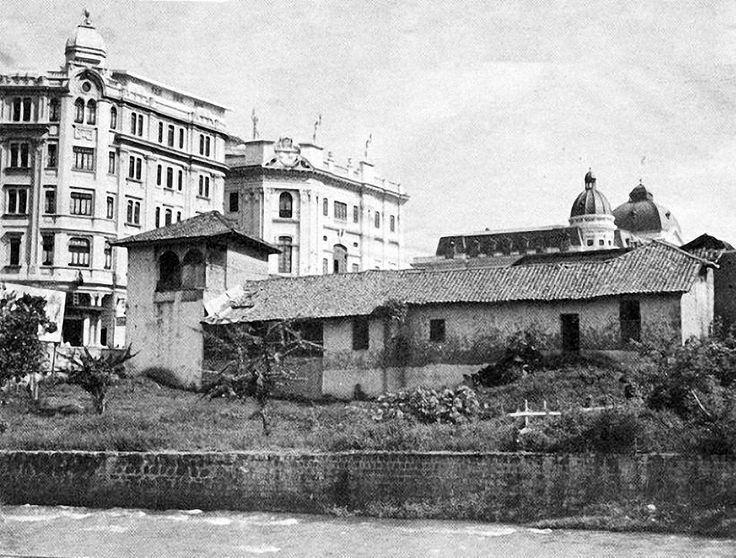 Casa del español Juan Bush donde hoy está el Edificio Coltabaco. Al frente Hotel Alférez
