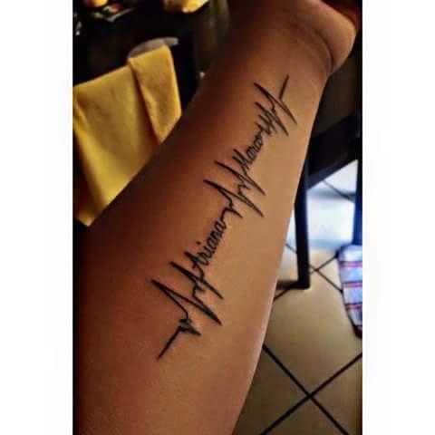 Tatuaje Electro Cardiograma con nombre