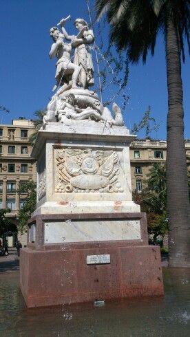 Simón Bolívar monument, plaza de armas