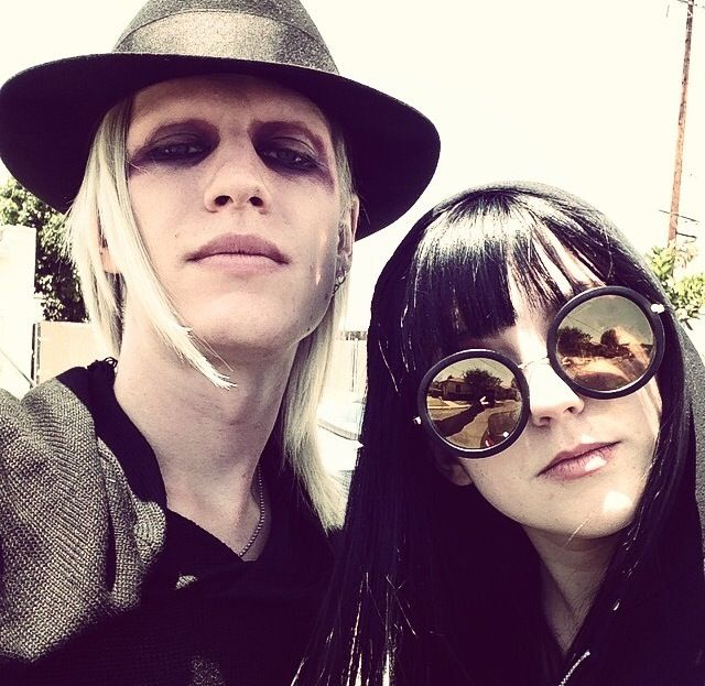 i ship this so hard Morgue and Asia from The Venice Beach Freakshow.