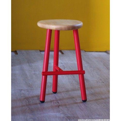 MILK sgabello rivisitato, prende spunto dalle sedute usate un tempo per la mungitura, da qui il suo nome.  Su http://www.complementicasa.it/sgabelli/191-sgabello-milk.html