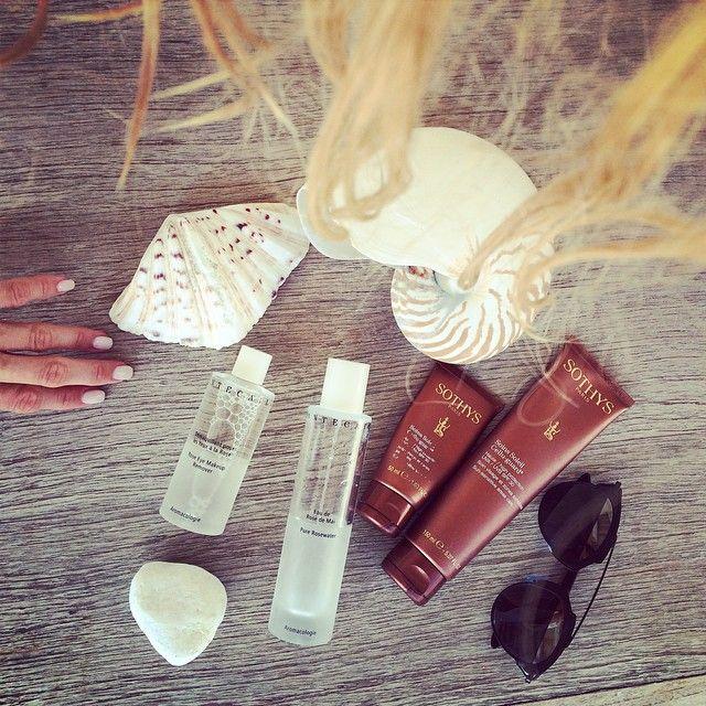 1) Chantecaille ср-во для снятия макияжа с глаз с запахом розы 2) розовая вода 3) sothy's защита для лица ( Супер средство!! Никаких пигментных пятен!!!) 4) и защита от солнца для тела тоже Sothy's.