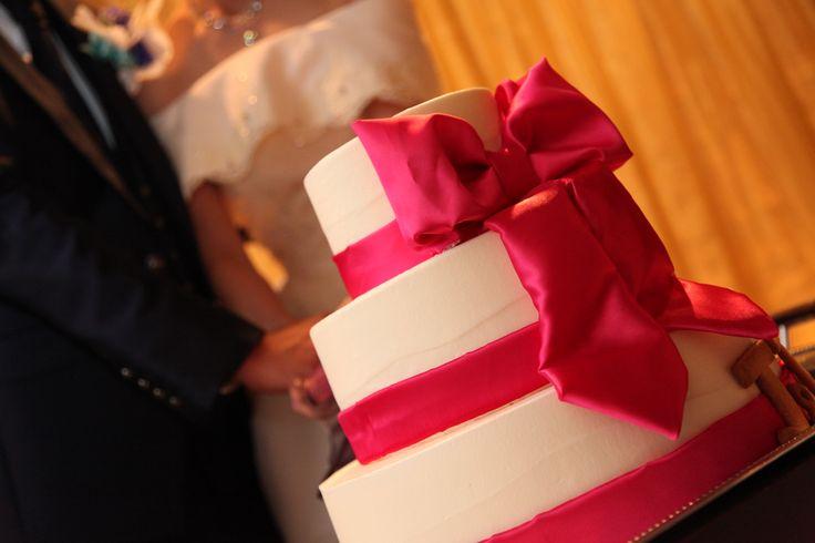 ウェディングケーキ ピンクのリボン3段