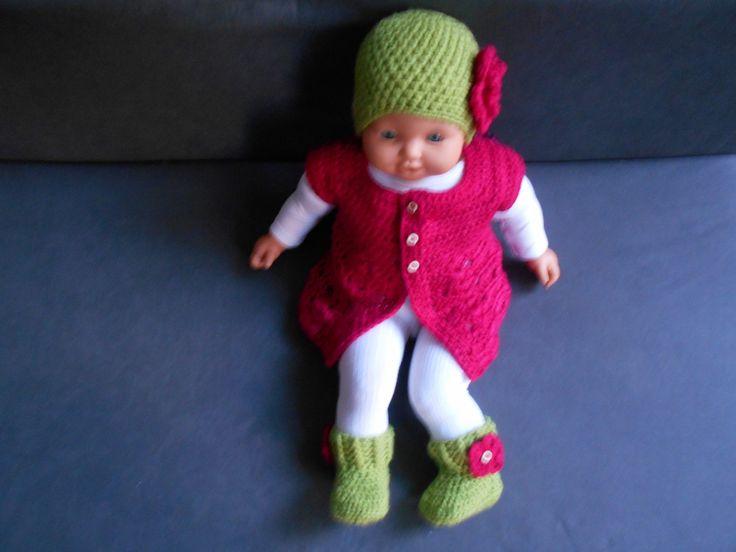 ensemble bebe fille gilet ,bonnet ,chaussons fait main en laine : Mode Bébé par chtiewie