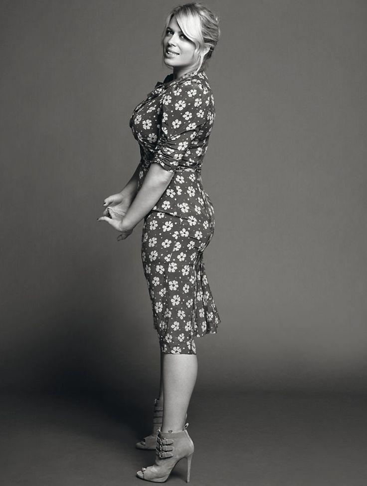 Women of Style: Amanda de Cadenet.  love that she has curves --  like REAL women!!!!!