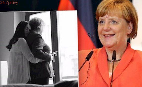 Němci mají povolit sňatky homosexuálů. A tato fotka místo bouře přinesla posměch