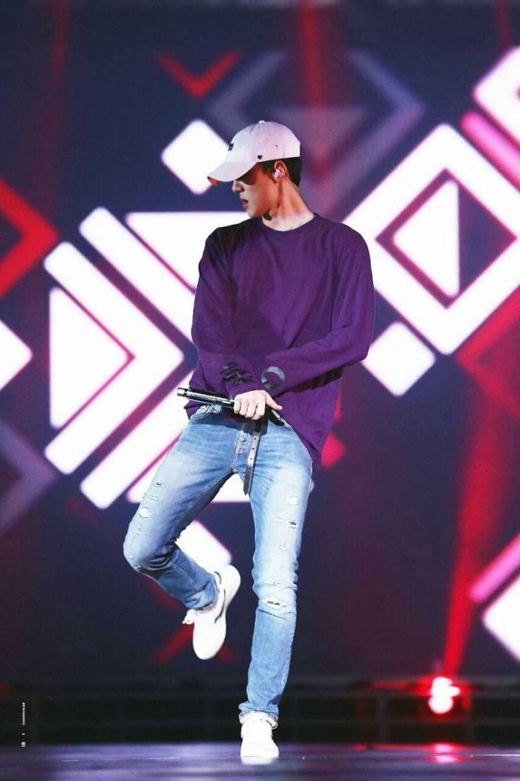 Mine,the purple one is dancing on the stage #sehun #exo