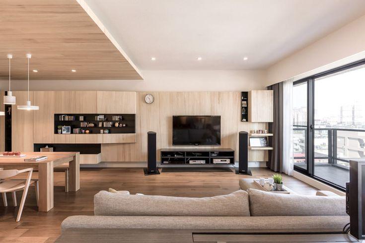 Apartamento moderno com diversas ideias de como usar madeira na decoração…
