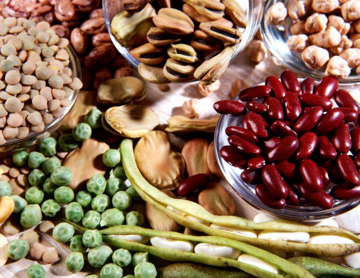 I legumi sono buoni, costano poco, gli studi scientifici li promuovono come santi protettori della nostra salute. Altro che carne dei poveri!
