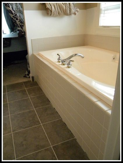 Best 25 garden tub decorating ideas on pinterest diy - Decorating with almond bathroom fixtures ...
