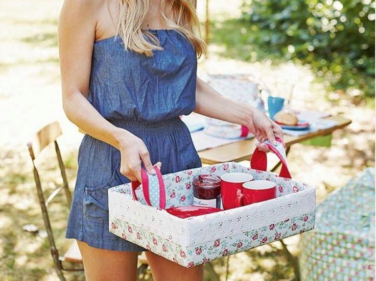 DIY-Anleitung: Tablett mit Henkeln aus Karton und Stoff nähen für Picknick im Garten, DIY-tutorial: sewing a serving trey for a picknick in the grass via DaWanda.com