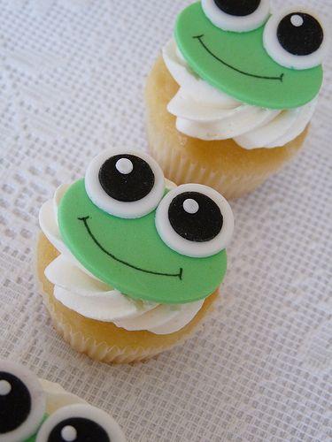 Frog fondant cupcakes