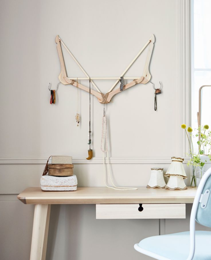 Are you tired of untangling your chain bracelets and necklaces from that pile of bling? Keep your shiny bits and pieces tidy using a clothes hanger. Get inspired by more unexpected hacks using our most classic hanger, right now on #IKEAIDEAS