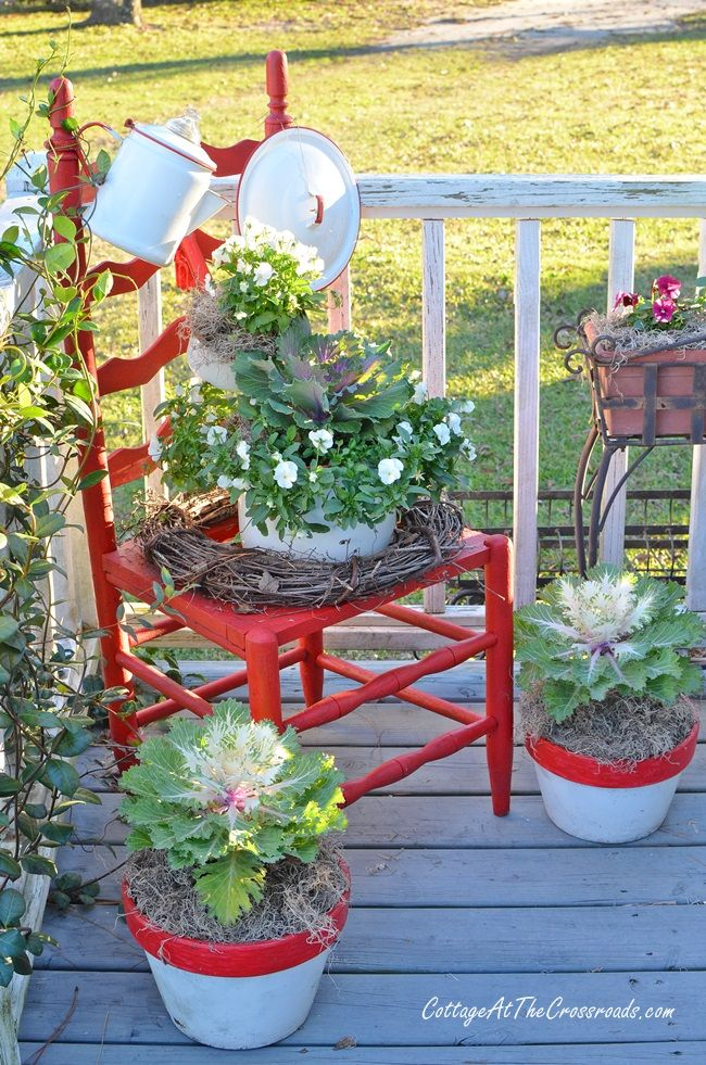 Farmhouse Christmas Decorations on the Deck – Chairs in the Garden