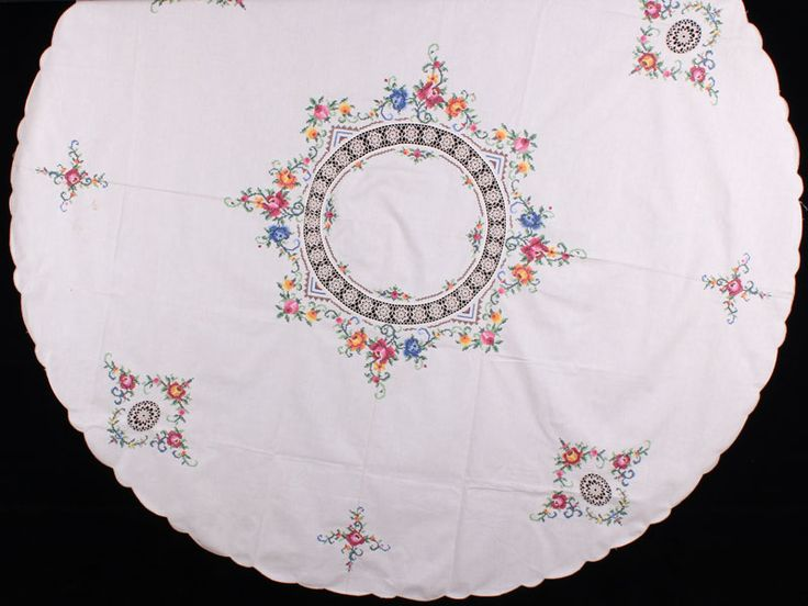 counted cross stitch round tablecloth - Google Search spacing idea